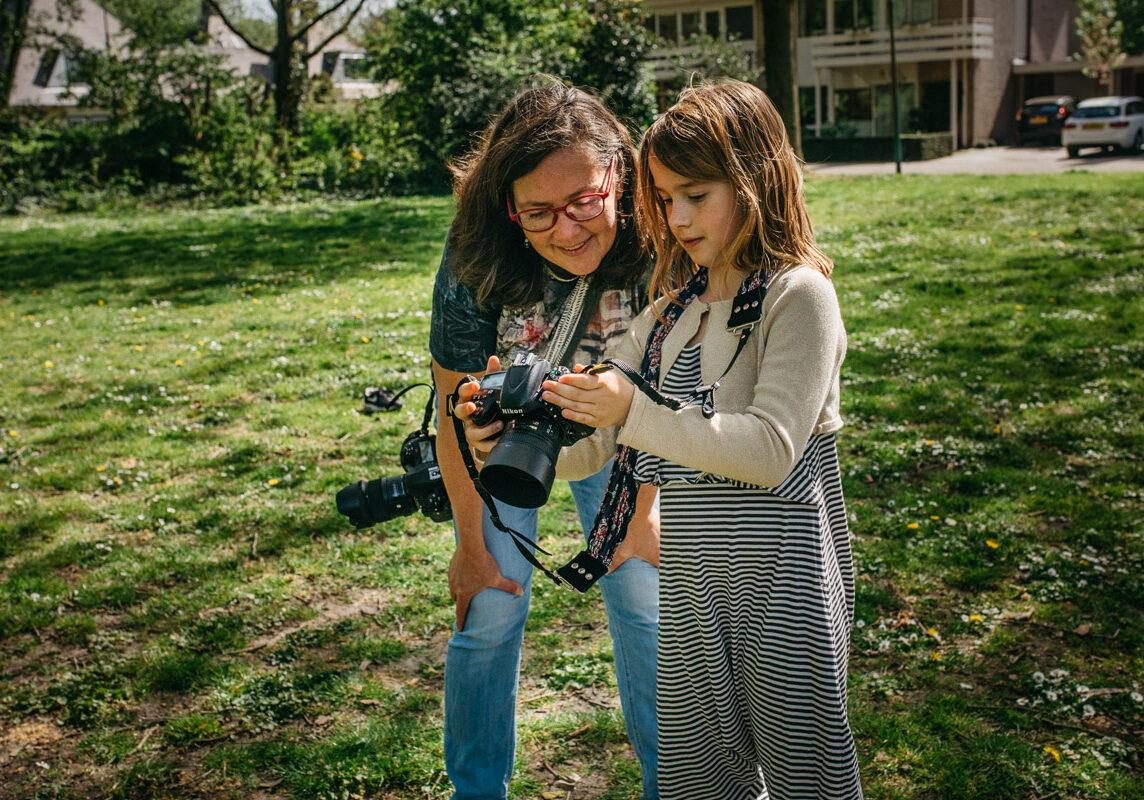 Cursus basisfotografie kind-cursus-fotograferen-voor-kinderen-Maarssen-Utrecht-Amsterdam-Sandra-Stokmans-Fotografie-aan-het-werk