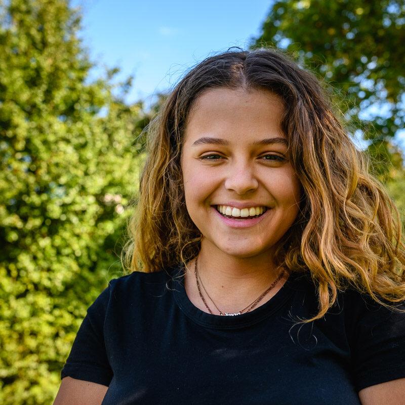 Tiener-Portret-stagiaire-Het-echte-leven-fotograferen-Sharallya-Sandra-Stokmans-Fotografie